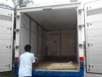 Ruang dalam box truk.